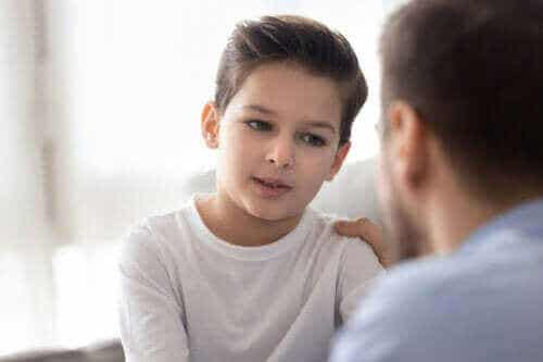 Hvorfor må du gjenta ting for barna dine gang på gang?