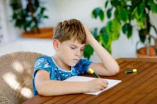 Hva man kan gjøre når barn nekter å gjøre lekser
