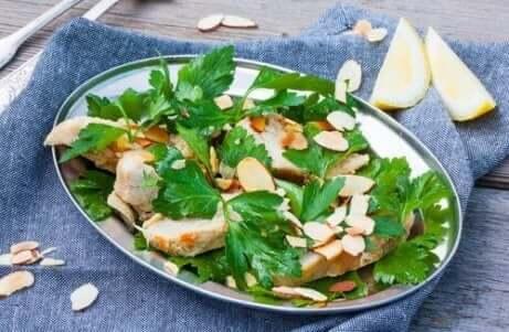 Kyllingsalat med spinat