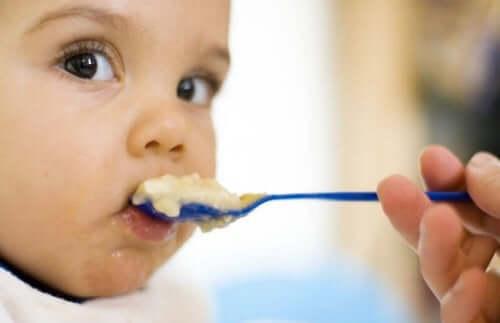 Når skal du introdusere korn i babyens kosthold?