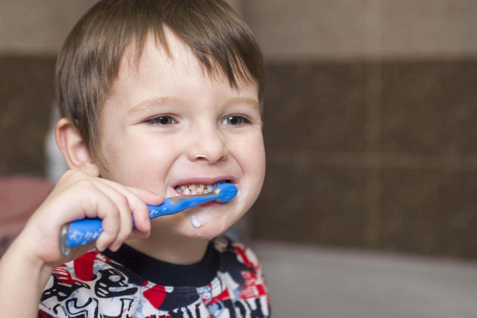 Følsomme tenner hos barn: symptomer, årsaker og behandling