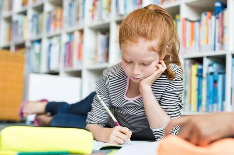 Hvilke matvarer bidrar til å øke konsentrasjonen til barn?