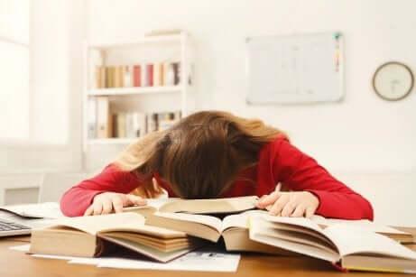 Seks tips for å hjelpe tenåringene med avsluttende eksamen