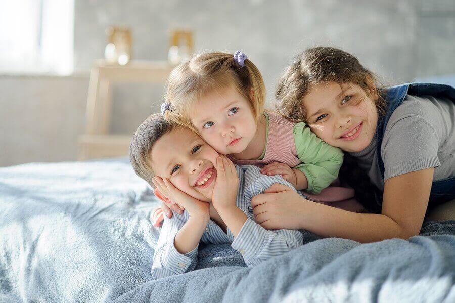 6 tips for å organisere et barnerom med tre søsken