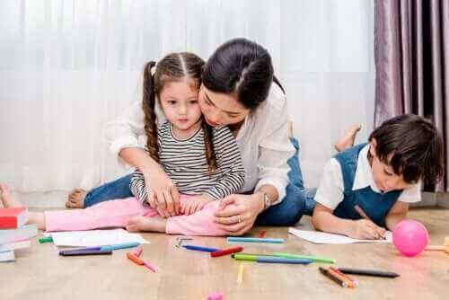 Hvordan analysere barns tegninger i henhold til fargene de bruker