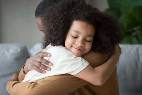 Å beholde roen mens vi oppdrar barna våre: 9 tips