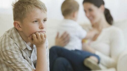 Foreldrefeil som forårsaker sjalusi mellom søsken