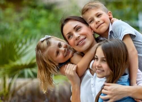 Det er bra for barna dine å se deg som en ufullkommen mor