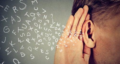 Lær barna dine aktive lytteferdigheter
