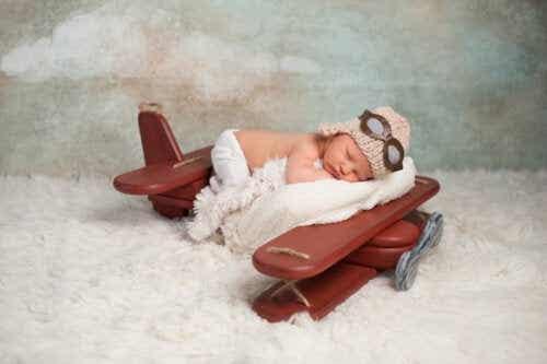I hvilken alder kan en baby reise med fly?
