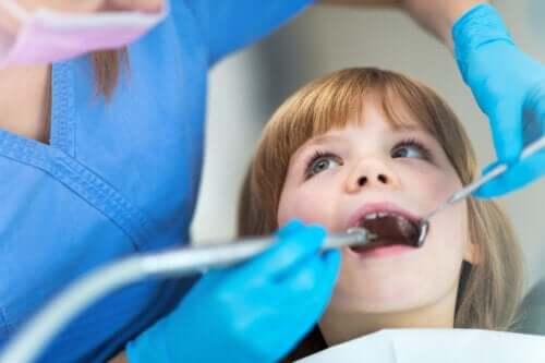 Nøkkelpunkter for å velge den beste tannlegen for barnet ditt