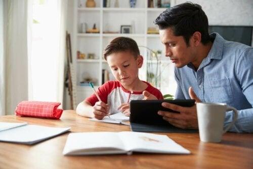 Fordelene og ulempene ved hjemmeskole