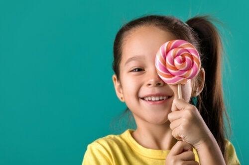 5 matvarer du bør unngå for å ta vare på barnas tenner